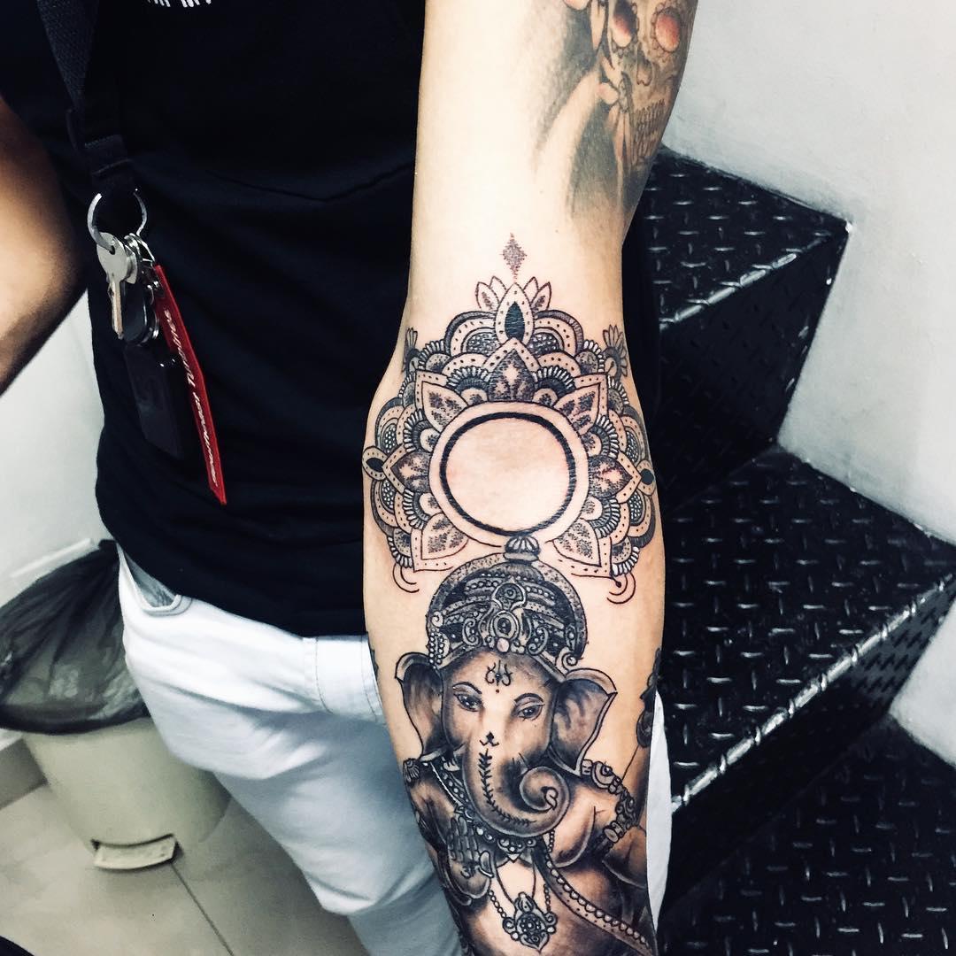 主页 纹身作品                        秦先生小臂玫瑰纹身图案图片