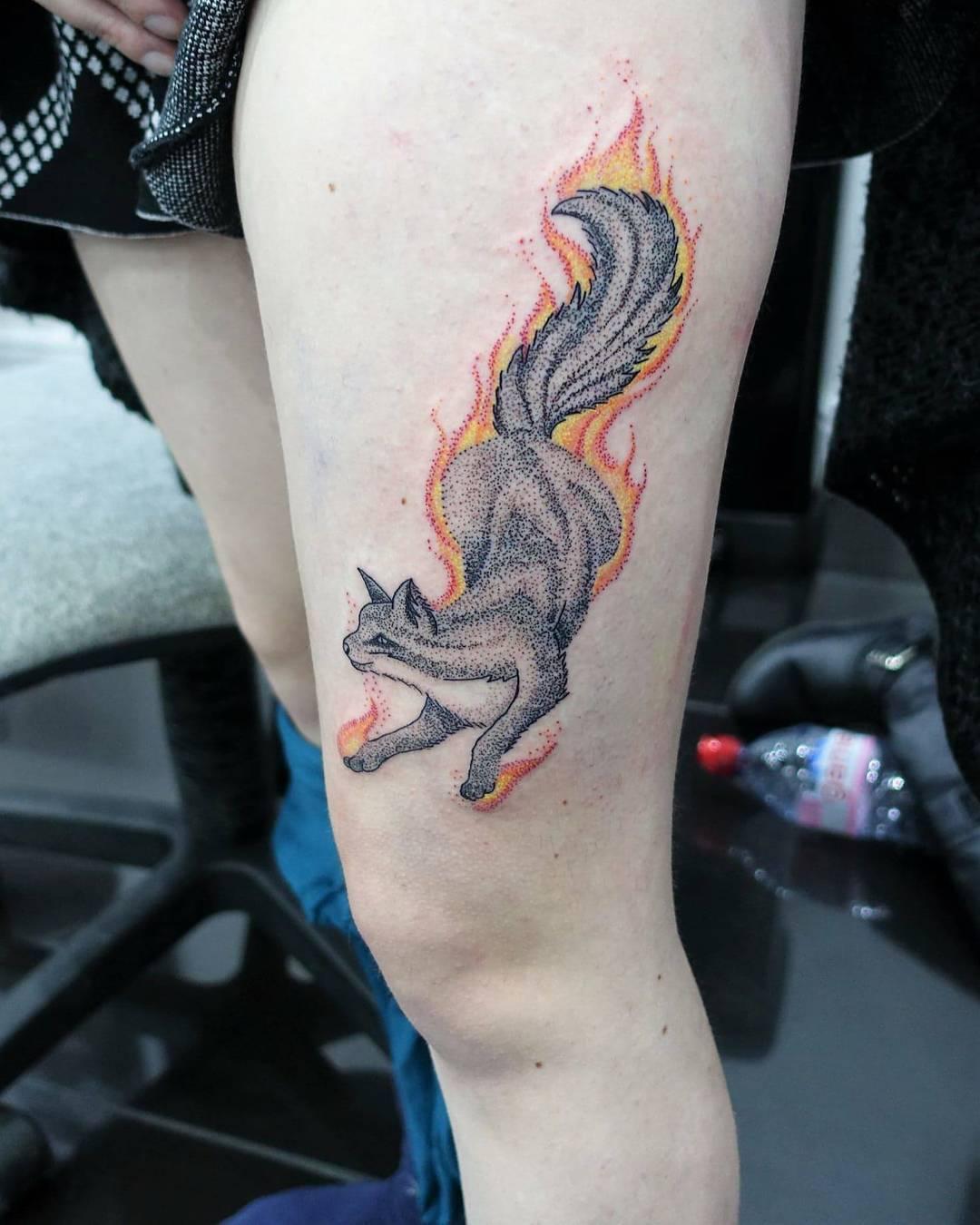 石小姐大腿可爱小狐狸纹身图案