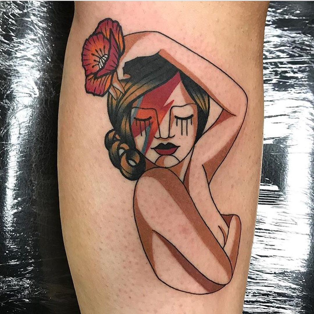 耿先生小腿外侧美女花纹身图案