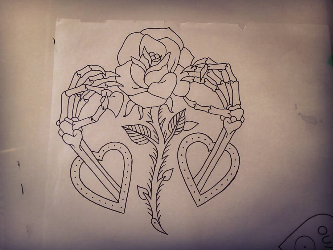 郏先生手骨玫瑰纹身图案