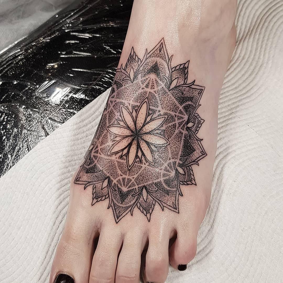某美甲店老板唐小姐脚背梵花纹身图案